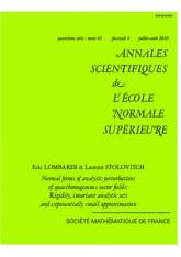 Formes normales des perturbations analytiques des champs de vecteurs quasi-homogènes: rigidité, ensembles d'invariants analytiques et approximation exponentiellement petite