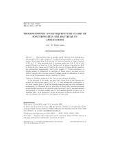 Prolongements analytiques d'une e de fonctions zêta des hauteurs et applications