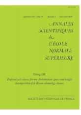 Classes de cycle tropicales pour les espaces non archimédiens et décomposition par le poids des faisceaux de cohomologie de de Rham