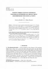 Exposants de Lyapunov fibrés pour certains produits-croisés d'endomorphismes du cercle avec points critiques et force quasi-périodique